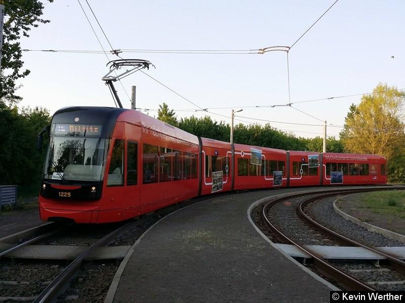 TW 1225 als Linie 15 in der Wendeschleife Miltitz