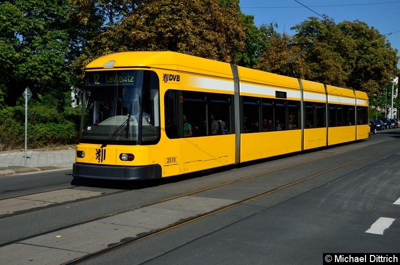 2510 als Linie 12 an der Haltestelle Krankenhaus St.-Joseph-Stift.