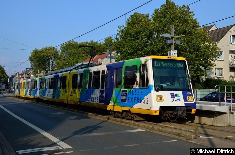 5236 + 5240 als Linie U11 an der Haltestelle Alte Landstraße.
