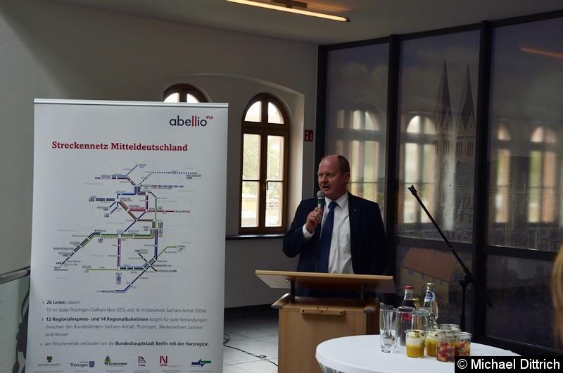 Bild: Ansprache des Minister Thomas Webel.