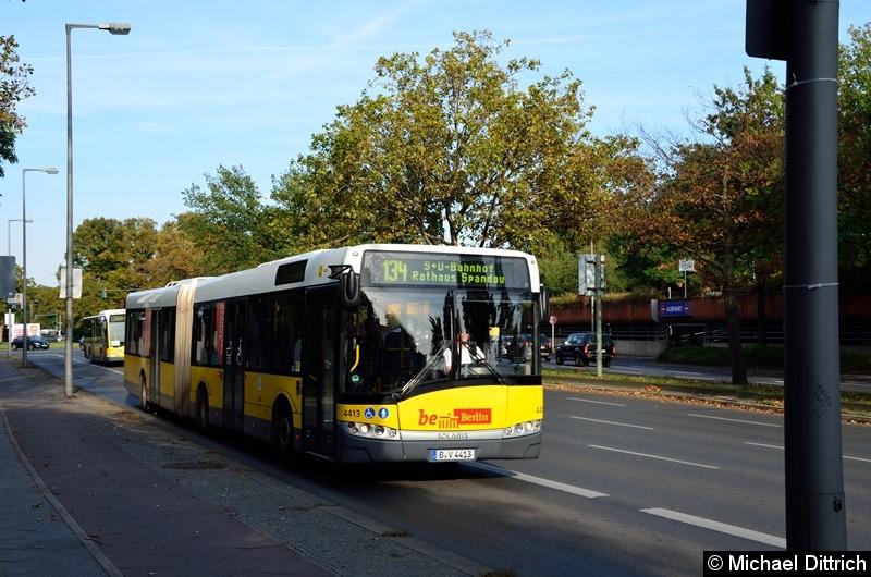 4413 als Linie 134 auf dem Altstädter Ring in Richtung Rathaus Spandau.