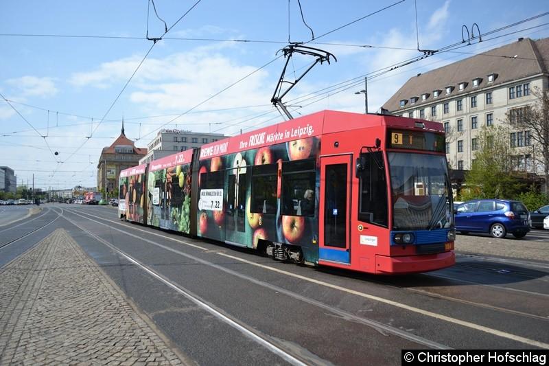 TW 1151 als Linie 9 kurz vor der Haltestelle Hauptbahnhof,Westseite.