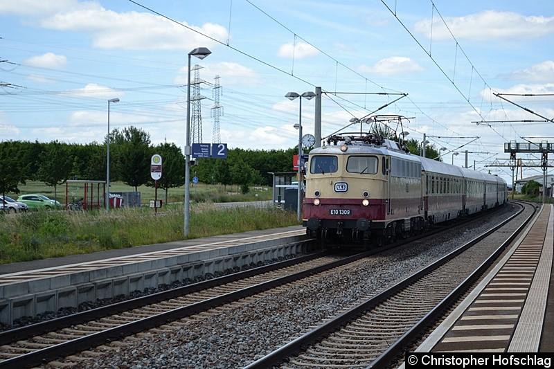 E10 1309 bei der Durchfahrt in Erfurt-Vieselbach