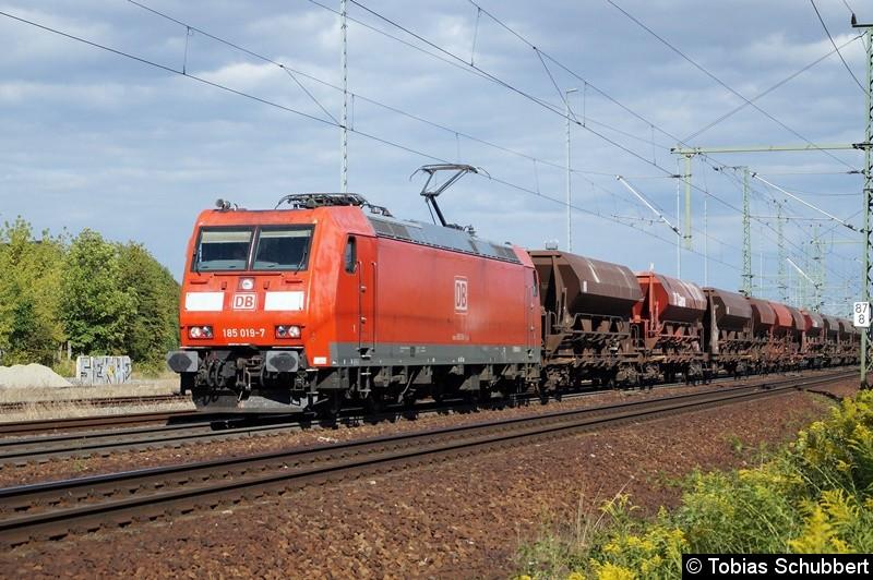 185 019-7 mit einem Güterzug bei Weimar.