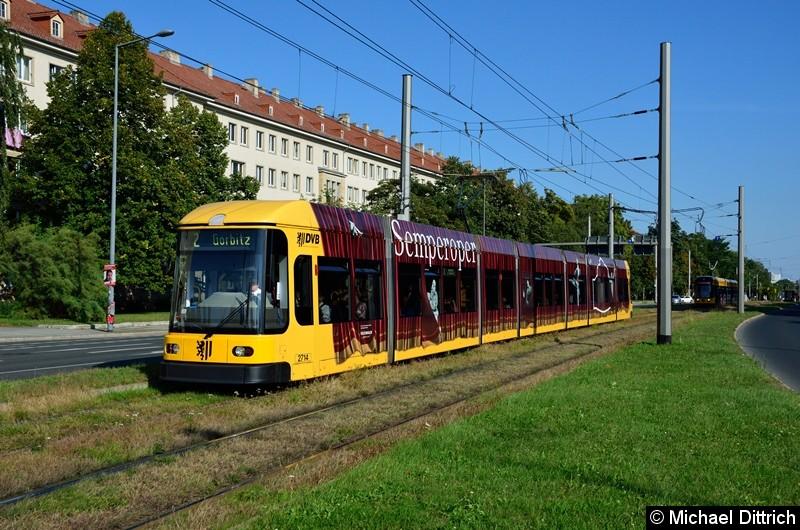 2714 als Linie 2 in der Grunaer Straße zwischen den Haltestellen Deutsches Hygiene-Museum und Pirnaischer Platz.