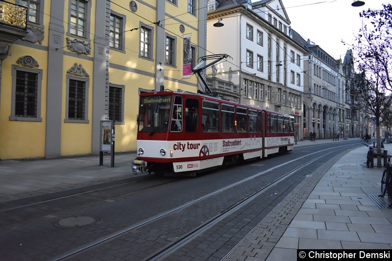 TW 530 als Stadtrundfahrt in Bereich Angermuseum in Richtung Domplatz