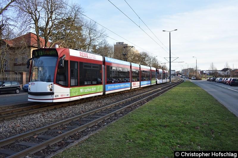 TW 631 als erster Wagen eines Großzuges der Linie 3 kurz vor der Haltestelle Universität