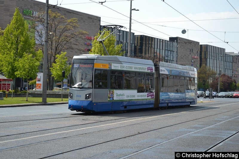 TW 1303 als Linie 12 kurz vor der Haltestelle Hauptbahnhof.