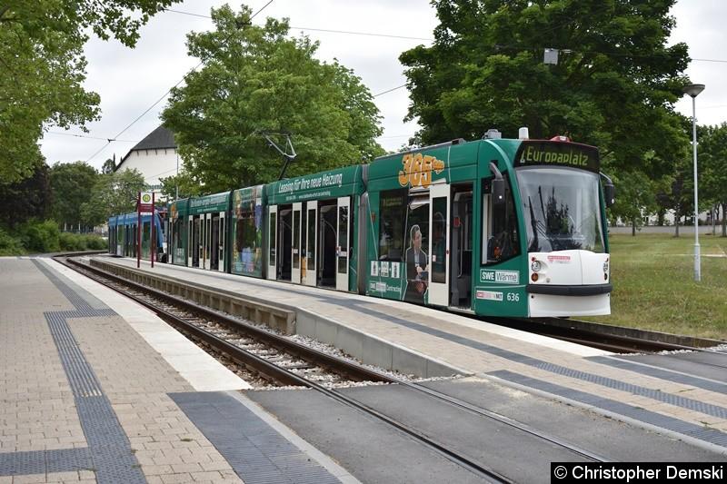 TW 636+625 als Linie 1 an der Thüringenhalle.