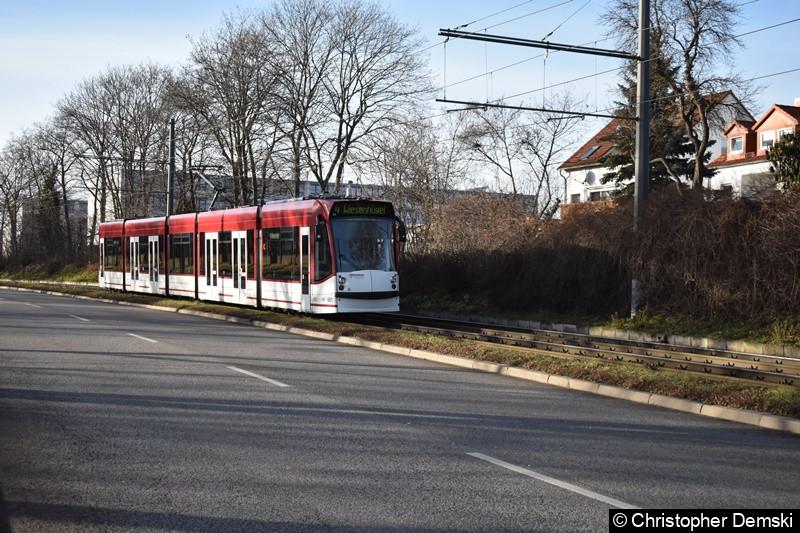 TW 651 als Linie 4 unterwegs zwischen der Haltestelle Hauptfriedhof und Nibelungenweg.