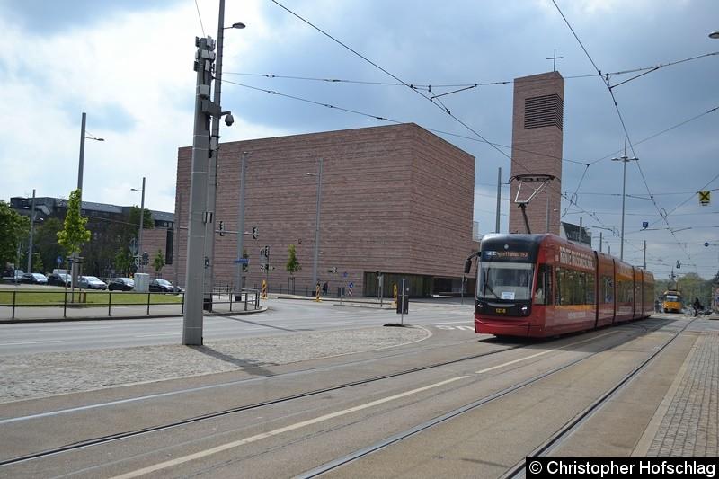 TW 1218 kurz vor der Haltestelle Wilhelm-Leuschner-Platz.