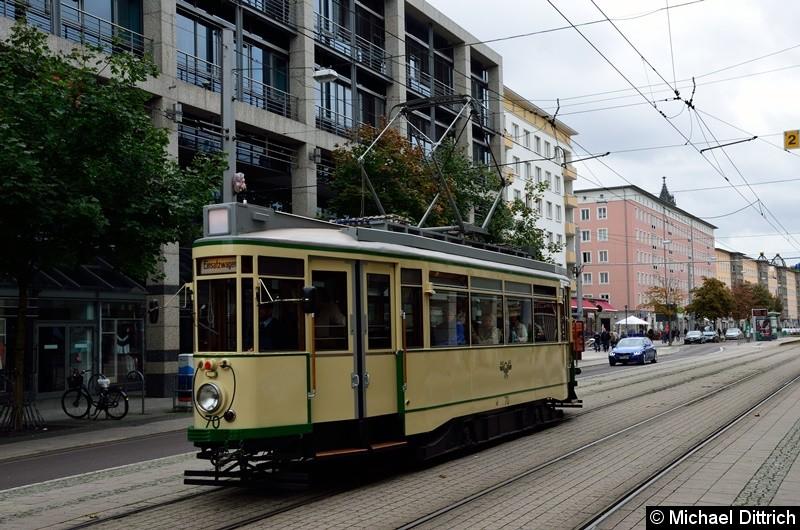 Wagen 70 erreicht in Kürze die Haltestelle Alter Markt um als Linie 77 nach Herrenkrug zu fahren.