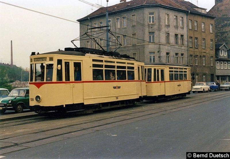 Bild: Noch einmal Tw 109 mit Bw auf der Johannesstraße.