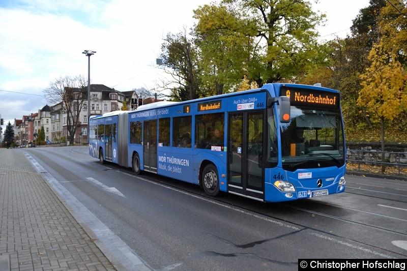 Wagen 446 als Linie 9 kurz vor der Haltestelle Hauptbahnhof.