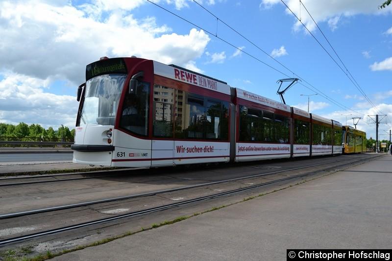 TW 631+702 als Linie 1 beim Verlassen der Haltestelle Straße der Nationen in Richtung Thüringenhalle.