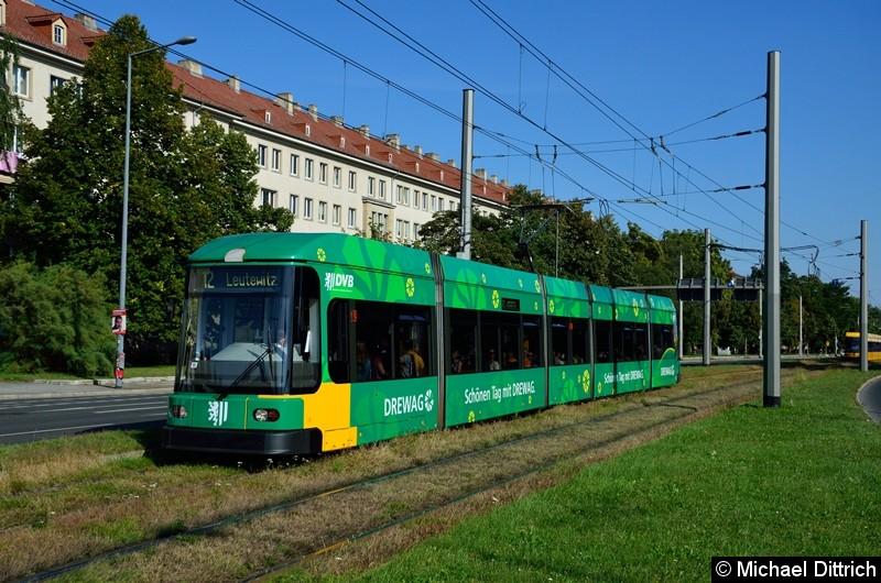 2534 als Linie 12 in der Grunaer Straße zwischen den Haltestellen Deutsches Hygiene-Museum und Pirnaischer Platz.