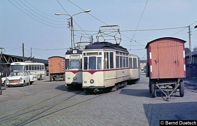 Bild: Aus der gleichen Serie stammt Tw 80.  Hier steht er im Betriebshof an der Breitscheidstraße und wartet auf seinen Einsatz.