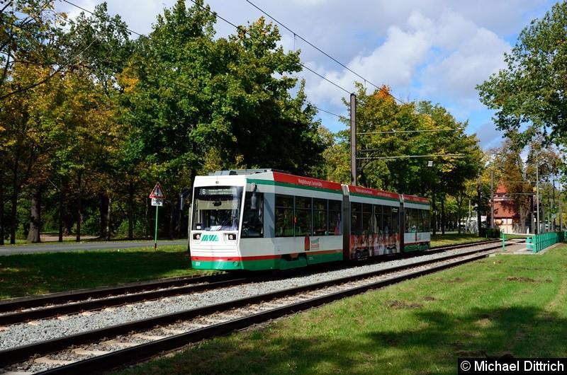1331 als Linie 6 bei der Abfahrt von der Endstelle Herrenkrug.  Er musste dem historischen Wagen 413 hinter her fahren.