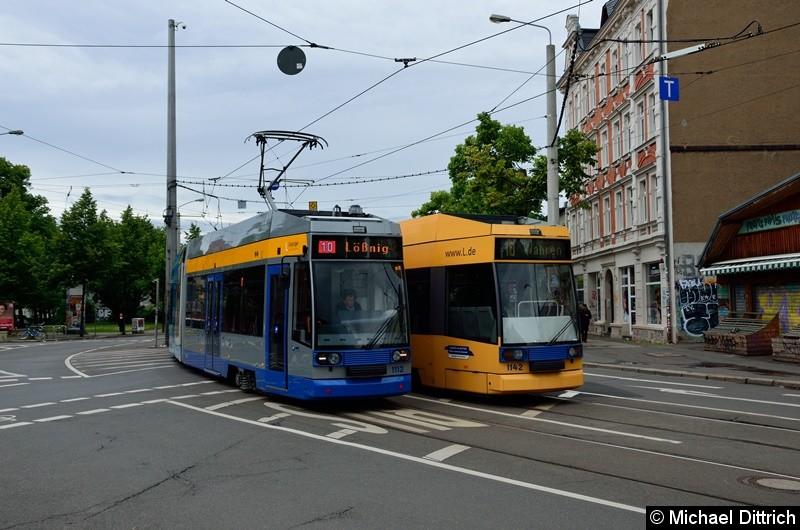 1112 begegnet dem 1142 auf der Linie 10 am Connewitzer Kreuz.
