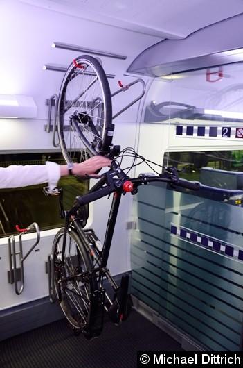 Das selbe Fahrrad in einem Hochständer.