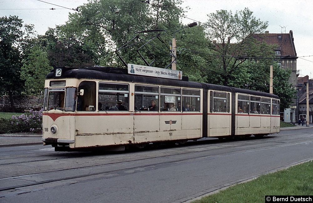 TW 186 in der Leninallee-Johannesstraße.