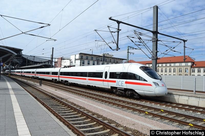 411 010 beim Verlassen des Erfurter Hauptbahnhofs.
