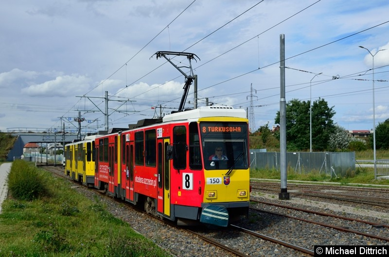Die ex-Berliner KT4Dt 150 (7092) + 153 (7056) als Linie 8 kurz vor der Haltestelle Turkosowa.