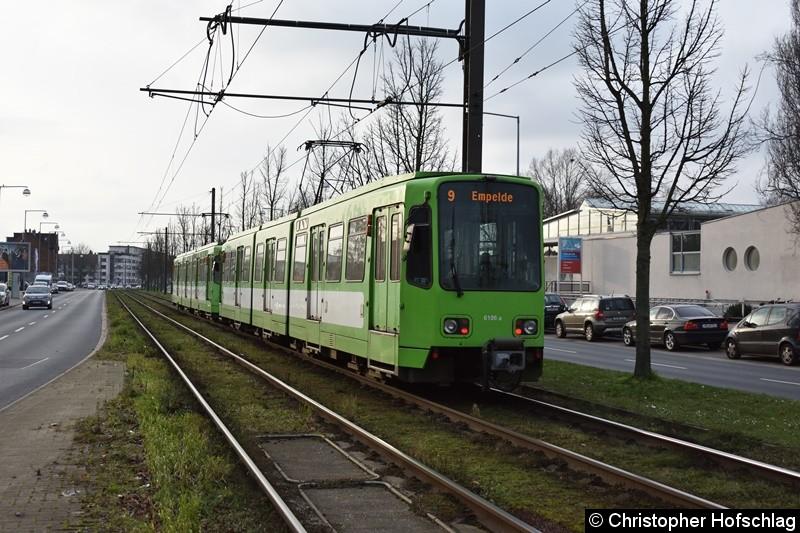 TW 6106+6241 als Linie 9 zwischen den Haltestellen Noltemeyerbrücke und Klingerstraße.