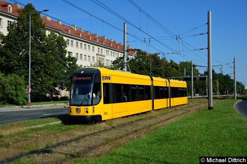 2639 als Linie 1 in der Grunaer Straße zwischen den Haltestellen Deutsches Hygiene-Museum und Pirnaischer Platz.