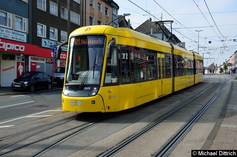8009 als Linie 101 in der Altendorfer Straße um zur Endstelle Helenenstraße zu fahren.