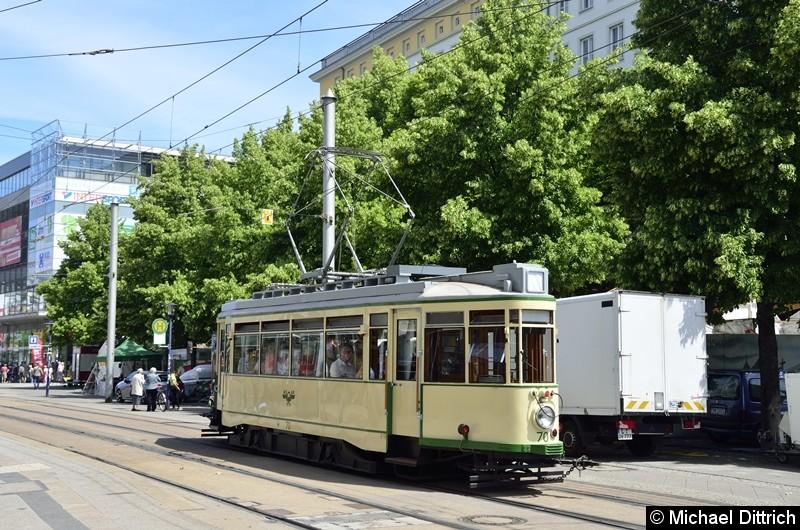 Der historische Triebwagen 70 im Breiten Weg, auf dem Weg nach Herrenkrug.