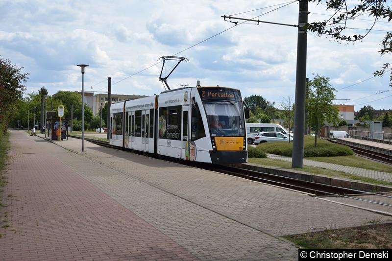 Combino Classic TW 108 als Linie 2 beim Verlassen der Haltestelle Nordhausen Ost.