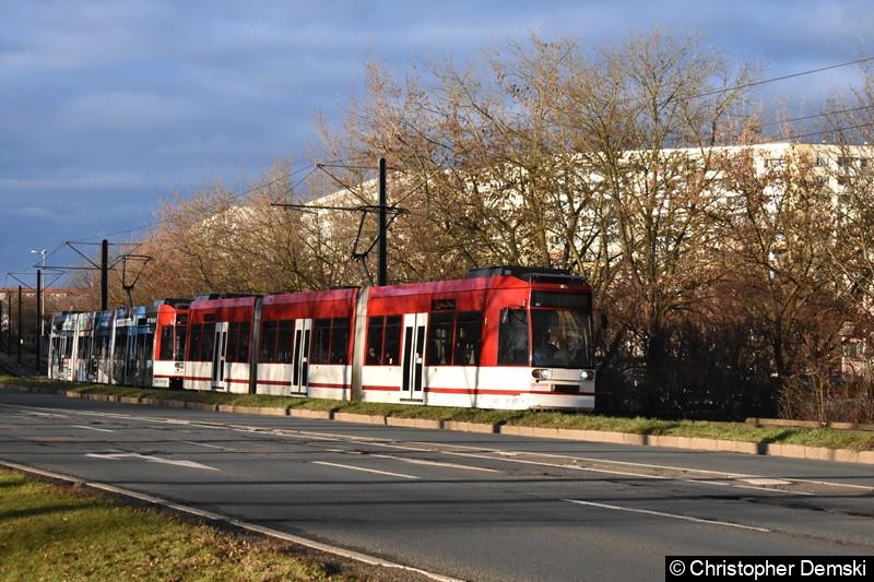 TW 611+605 als Linie 3 zwischen den Haltestellen Thüringen-Park und Straße der Nationen.