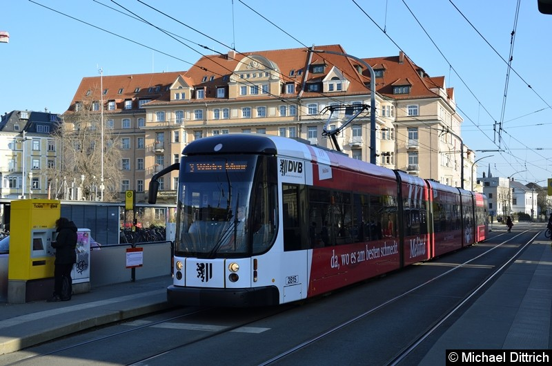 2815 als Linie 3 an der Haltestelle Bahnhof Neustadt.