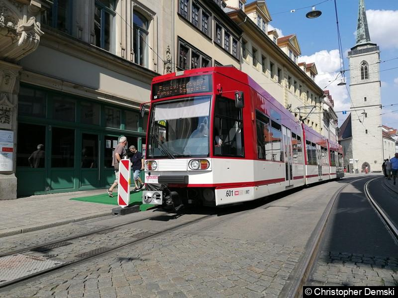 TW 601 an der Ersatzhaltestelle Domplatz in der Marktstraße.