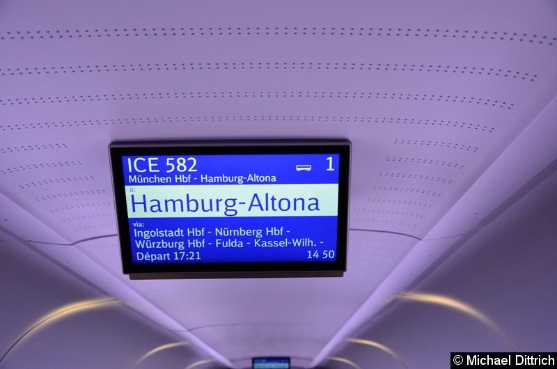 An den Decken der einzelnen Wagen sind Anzeiger angebracht. An diesen werden neben dem nächsten Bahnhof auch Anschlüsse angezeigt.