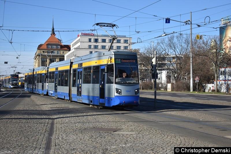 TW 1341+1318 als Linie 3E kurz vor der Haltestelle Hauuptbahnhof