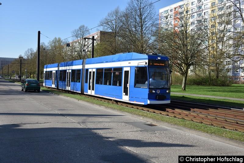 TW 688 als Linie 1 kurz vor der Haltestelle Turkuer Str.
