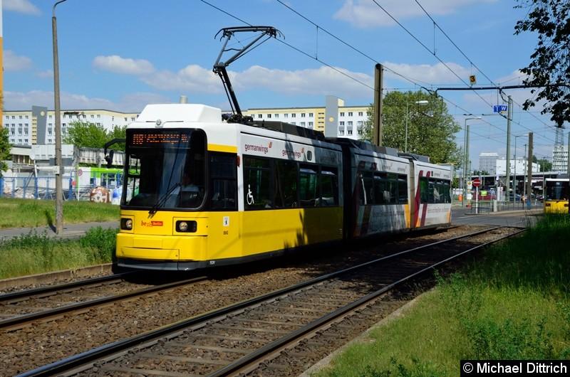 1524 als Linie M8 hinter der Haltestelle Allee der Kosmonauten/Rhinstraße.
