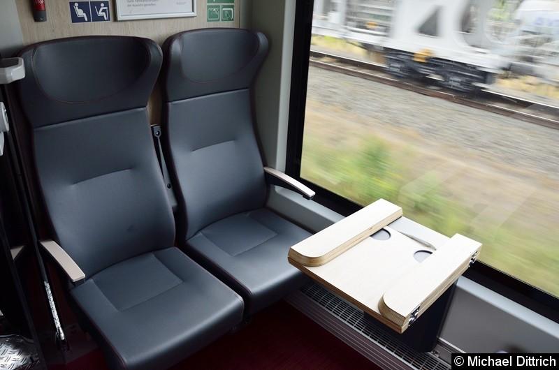 Bild: Blick in die doch recht kleine erste Klasse. Doppelsitz ...