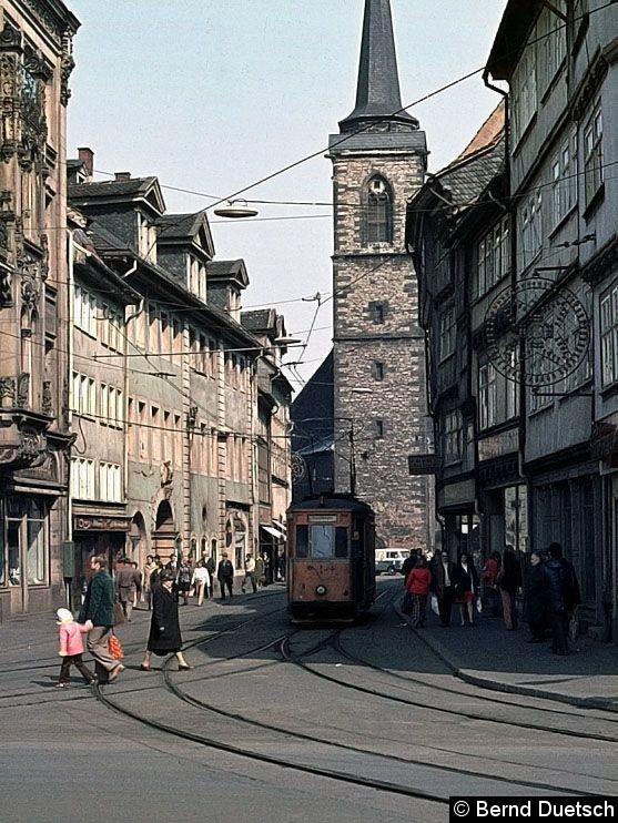 Bild: ATw 9 ist in die Marktstraße eingebogen (1976). Im Hintergrund der Turm der Aegidienkirche