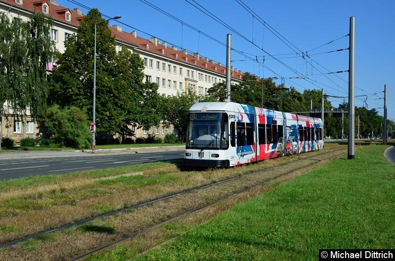 2540 als Linie 12 in der Grunaer Straße zwischen den Haltestellen Deutsches Hygiene-Museum und Pirnaischer Platz.