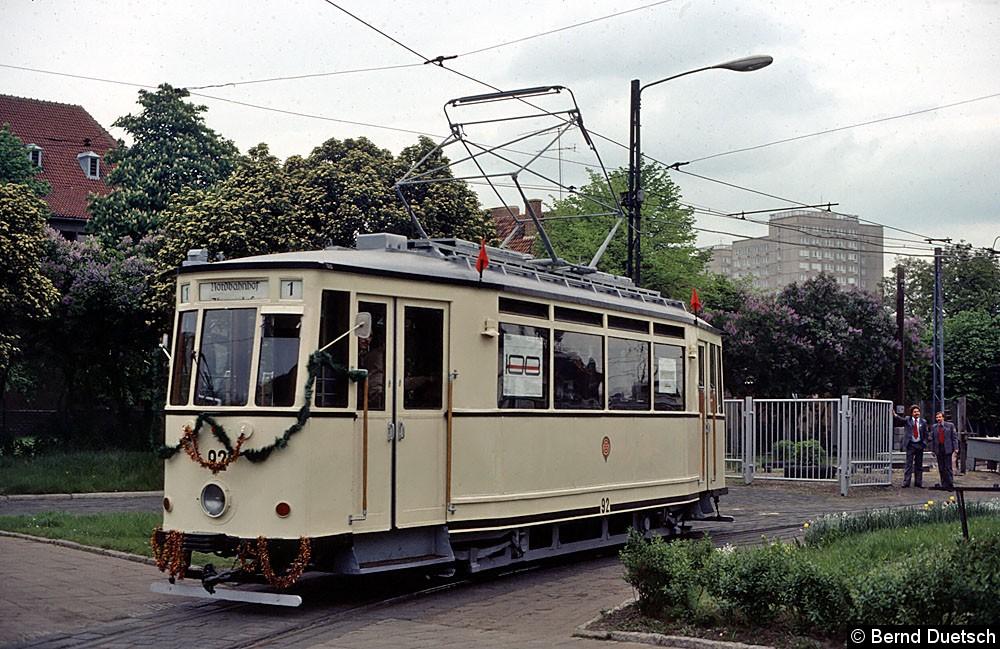Tw 92 rückt aus dem Betriebshof Karl-Marx Allee-Breitscheidtstraße aus.