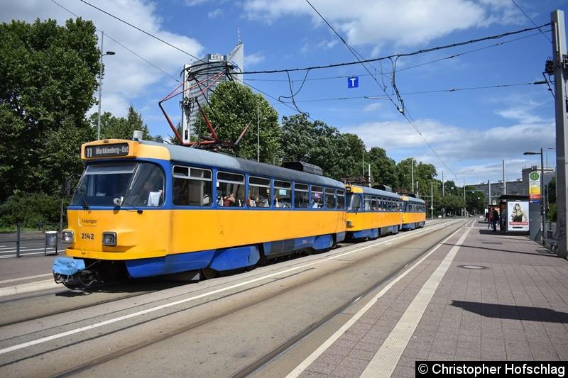 TW 2142+2195+2192 als Linie 11 am Wilhelm-Leuschner-Platz