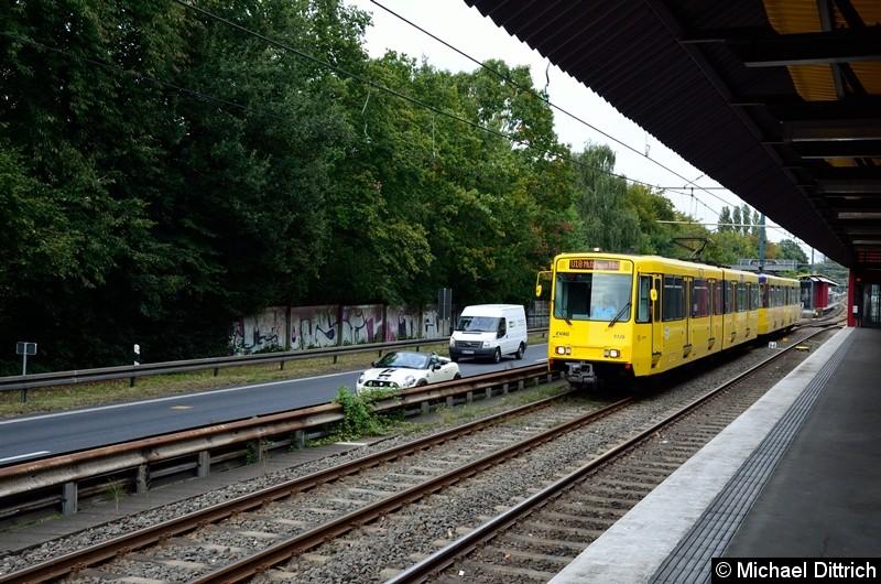 5126 + 5108 als Linie U18 auf dem Weg nach Mülheim Hbf. kurz hinter der Haltestelle Rosendeller Straße.