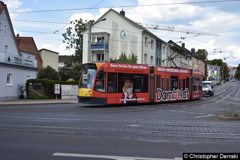 Combino Advanced TW 107 als Linie 1 zwischen den Haltestellen Stolberger Straße und Theaterplatz.