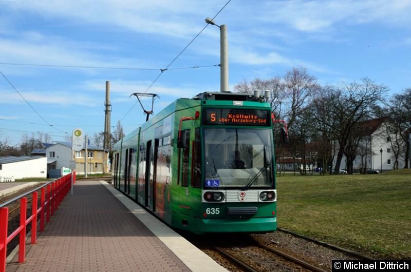 Tw 635 als Linie 5 an der Endhaltestelle Bad Dürrenberg.