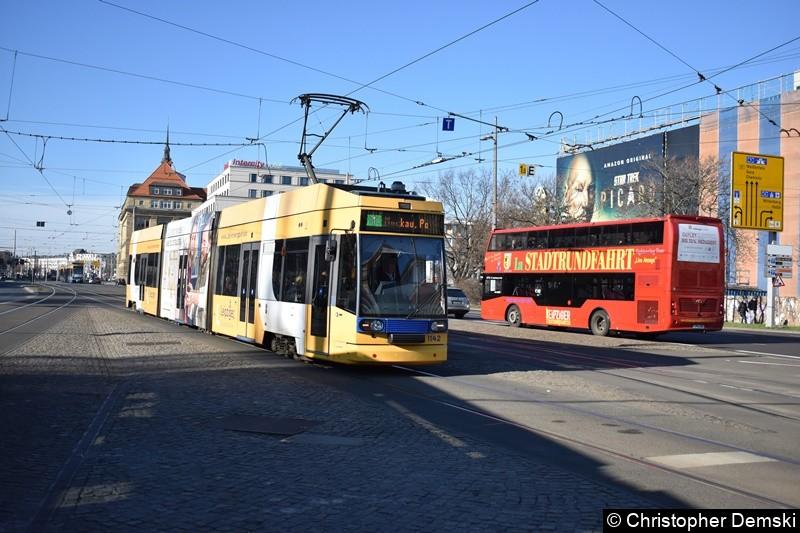 TW 1142 als Linie 1 kurz vor der Haltestelle Hauptbahnhof