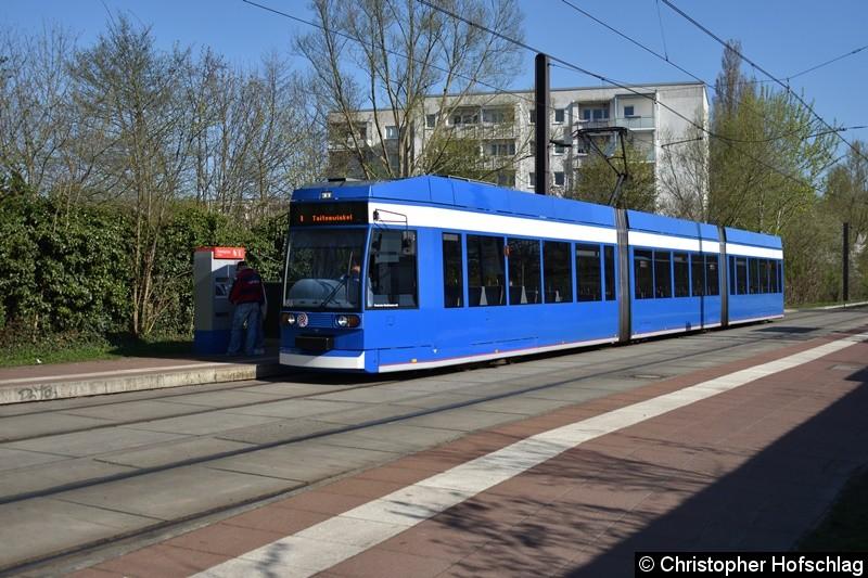 TW 688 als Linie 1 an der Haltestelle Rügener Straße.