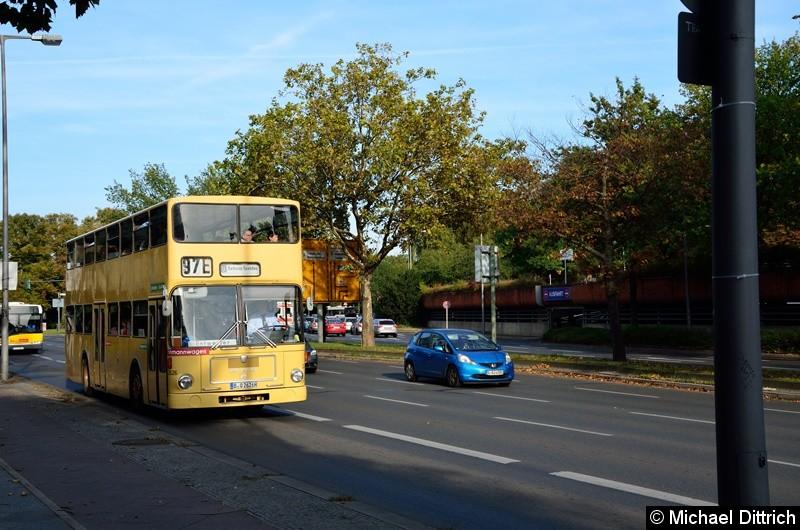 Aus Anlass des Straßenbahnfestes in Hakenfelde fuhr der 2626 als Linie 97E zum Rathaus Spandau.